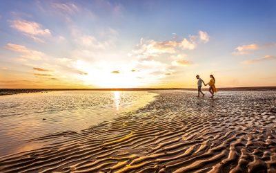 Sesión Fotografica de embarazo en Rota, cuando baja la marea.