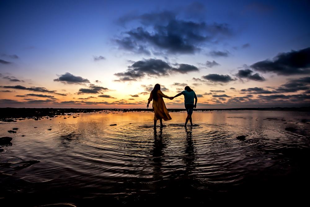 Fotos de embarazada al atardecer en la playa de Rota